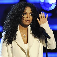Janet Jackson, irmã do cantor Michael Jackson, compareceu à cerimônica do BET Awards