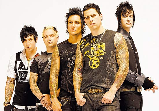 A partir da esq. Zacky Vengeance, Johnny Christ, Synyster Gates, M. Shadows e The Rev!