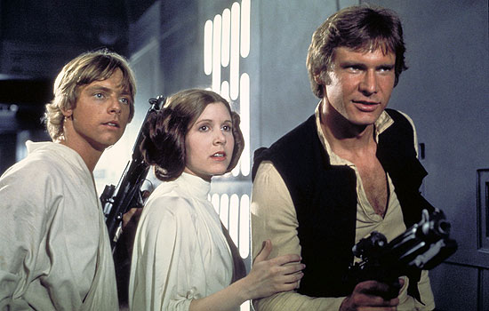 "Texto: Cinema: os atores Mark Hamill, Carrie Fischer e Harrison Ford em cena do filme ""Guerra nas Estrelas - Episódio 4 - Uma Nova Esperança"". Actors, from left, Mark Hamill as Luke Skywalker, Carrie Fisher as Princess Leia and Harrison Ford as Han Solo, appear in a scene from Lucasfilm's ""Star Wars: Episode IV, A New Hope,"" in this undated promotional photo. Lucasfilm Ltd. and 20th Century Fox announced Tuesday, Feb. 10, 2004, that the original three ""Star Wars"" films will be released on DVD on Sept. 21, 2004, in North America. (AP Photo/Lucasfilm, Ltd. & TM)"