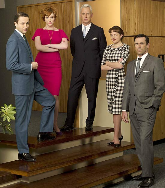 "Vincent Kartheiser, Christina Hendricks, John Slattery, Elisabeth Moss e Jon Hamm, astros do seriado ""Mad Men"""