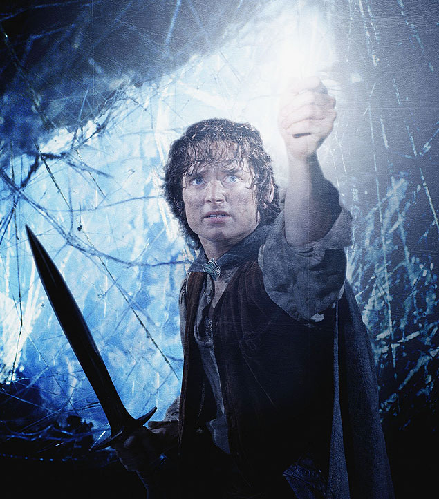 O ator Elijah Wood, que interpreta o personagem Frodo, com a espada mais cobi�ada do mundo nerd