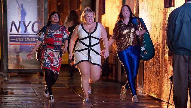 As atrizes Liza Lapira, Rebel Wilson e Lauren Ash em cena da primeira temporada do seriado 'Super Fun Night