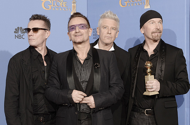 Larry Mullen Jr., Bono, Adam Clayton e The Edge, do U2, seguram seu Globo de Ouro de canção original