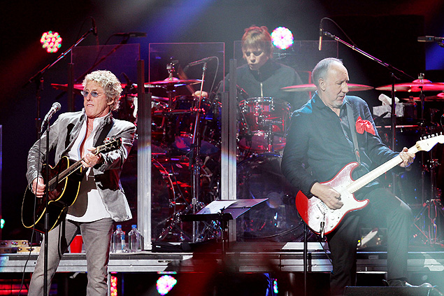 ORG XMIT: NYET611 This image released by Starpix shows Roger Daltrey, left, and Pete Townshend of The Who performing at the 12-12-12 The Concert for Sandy Relief at Madison Square Garden in New York on Wednesday, Dec. 12, 2012. Proceeds from the show will be distributed through the Robin Hood Foundation. (AP Photo/Starpix, Dave Allocca)