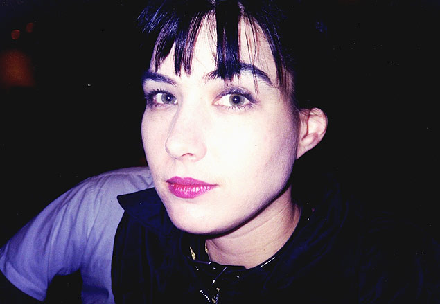A cantora Kathleen Hanna, em foto tirada por Pat Smear, guitarrista do Foo Fighters