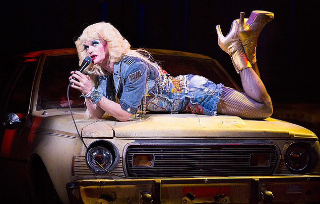 O ator Neil Patrick Harris no musical 'Hedwig and the Angry Inch'