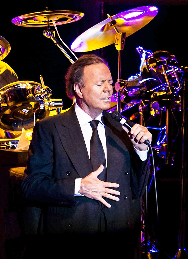 27193510. Amsterdam (Netherlands), 09/05/2014.- Spanish singer Julio Iglesias performs on stage during his concert at the Heineken Music Hall in Amsterdam, The Netherlands, 09 May 2014. EFE/EPA/REMKO DE WAAL ORG XMIT: 27193510
