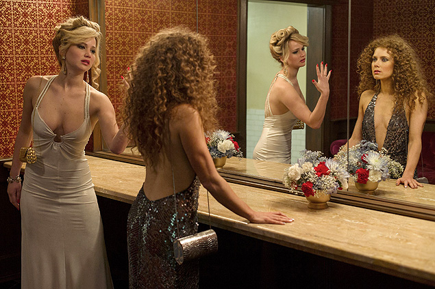 As atrizes Jennifer Lawrence (esq.) e Amy Adams, em cena do filme 'Trapa�a