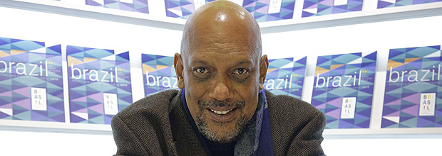 Brazilian writer Paulo Lins poses on March 19, 2015 at the 35th Paris Book Fair, of which Brazil is this year's guest of honour. AFP PHOTO / LIONEL BONAVENTURE ORG XMIT: 3615