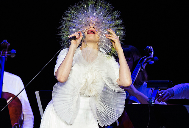 Björk durante show de 'Vulnicura' no Kings Theater, no Brooklyn, em Nova York