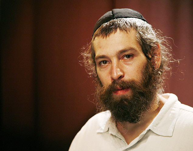 "FILE - In this Tuesday, July 28, 2009 file photo, recording artist Matisyahu poses for a portrait in New York. Organizers of an international reggae festival in Spain have canceled a concert by the Jewish American singer Matisyahu after he declined to state his position regarding a Palestinian state. Rototom Sunsplash festival organizers said on their Facebook page they canceled the Aug. 22, 2015 concert because the singer declined ""to declare himself regarding the war and in particular the right of the Palestinian people to have their own state."" (AP Photo/Jeff Christensen, File) ORG XMIT: LON108"