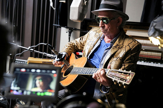 """Keith Richards in the coming Netflix documentary """"Keith Richards: Under the Influence."""" Credit J. Rose/Netflix - suplemento nyt http://www.nytimes.com/2015/08/30/arts/music/keith-richards-on-crosseyed-heart-its-solo-rock-n-roll-but-he-likes-it.html"""