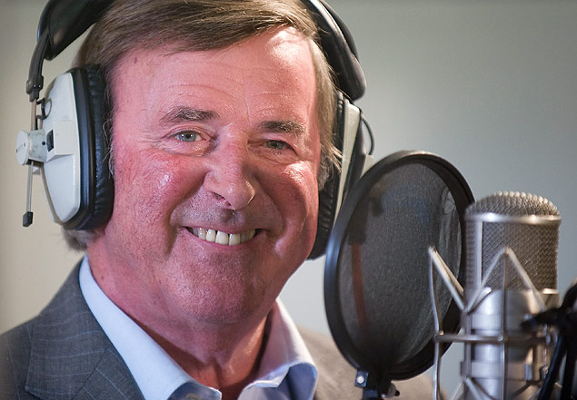 (FILES) This file photo taken on September 7, 2009 shows TV and radio presenter Terry Wogan taking part in a charity recording of a Children in Need album, joining forces with Pink Floyd drummer Nick Mason, ex-Rolling Stone Bill Wyman, singer Midge Ure and many others at Abbey Road studios, in west London. BBC presenter Terry Wogan, host of Britain's flagship television chatshow in the 1980s and of Eurovision over three decades, died of cancer on January 31, 2016 aged 77, his family announced. / AFP / LEON NEAL ORG XMIT: CH108