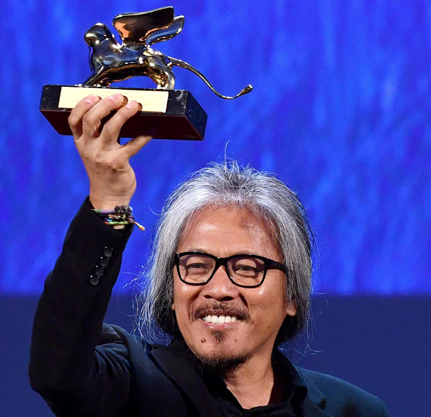 "Filipino film maker Lav Diaz holds the Golden Lion award for his movie "" Ang Babaeng Humayo "" (The woman who left) during the awards ceremony of the 73rd Venice International Film Festival, in Venice, Italy, Saturday, Sept. 10, 2016. (Ettore Ferrari/ANSA via AP) ORG XMIT: VEN119"