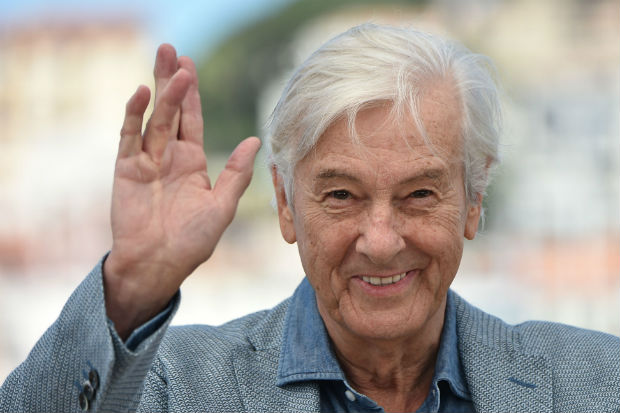 """(FILES) This file photo taken on May 21, 2016 shows Dutch director Paul Verhoeven waving during a photocall for the film """"Elle"""" at the 69th Cannes Film Festival in Cannes, southern France. The director of """"Robocop"""" and """"Basic Instinct"""" Paul Verhoeven will head the jury of the 2017 Berlin film festival """"Berlinale"""", organisers said on December 9, 2016. / AFP PHOTO / ALBERTO PIZZOLI"""