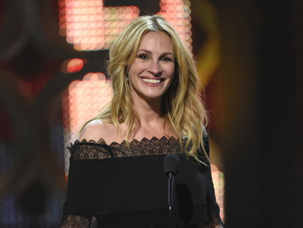 """FILE - In this June 4, 2016 file photo, Julia Roberts accepts the woman of the decade award at the Guys Choice Awards in Culver City, Calif. Irish rocker Bono will offer donors to his charity a chance to drink tea with him and Julia Roberts, enjoy a private concert from U2, or party in Las Vegas with """"Magic Mike"""" star Channing Tatum. (Photo by Chris Pizzello/Invision/AP, File) ORG XMIT: NYET154"""