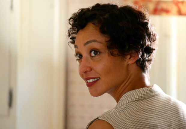 """Legenda:This image released by Focus Features shows Ruth Negga in a scene from """"Loving."""" Negga was nominated for an Oscar for best actress in a leading role on Tuesday, Jan. 24, 2017, for her work in the film. The 89th Academy Awards will take place on Feb. 26.(Ben Rothstein/Focus Features via AP) ORG XMIT: NYET221"""