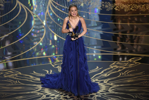"""Brie Larson accepts the award for best actress in a leading role for """"Room"""" at the Oscars on Sunday, Feb. 28, 2016, at the Dolby Theatre in Los Angeles. (Photo by Chris Pizzello/Invision/AP) ORG XMIT: CACJ569"""