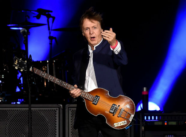 Paul McCartney toca no Desert Trip, em 2016