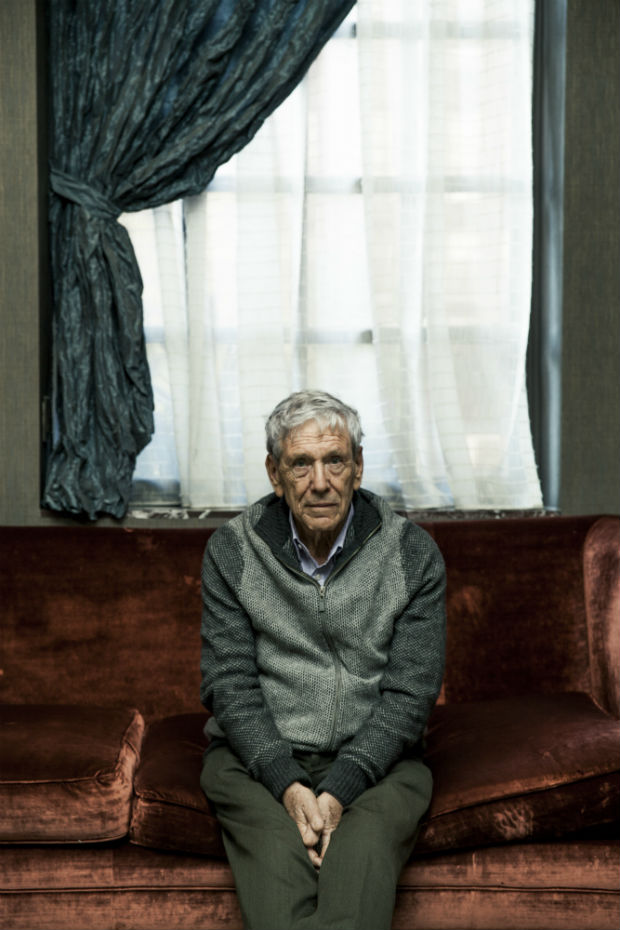 FILE-- Amos Oz, the celebrated Israeli writer, in New York, Nov. 14, 2016. Oz�€�ôs �€�úJudas,�€�ù a coming-of-age story set in mid-20th-century Jerusalem has been nominated for a Man Booker Prize, which goes to works originally published in English. (George Etheredge/The New York Times) ORG XMIT: XNYT116 ***DIREITOS RESERVADOS. N�O PUBLICAR SEM AUTORIZA��O DO DETENTOR DOS DIREITOS AUTORAIS E DE IMAGEM***