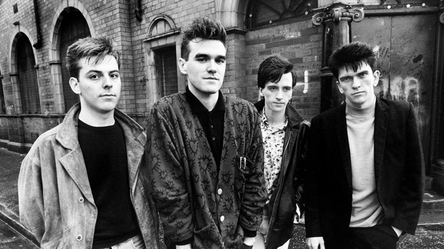 Morrissey (segundo à esq.) no The Smiths