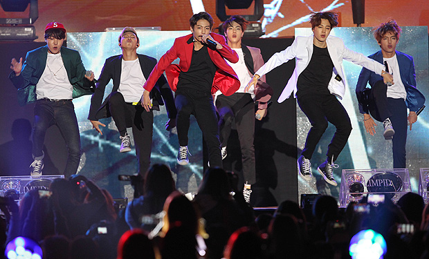 BUSAN, SOUTH KOREA - OCTOBER 11: BTS perform onstage during the 2015 Asia Song Festival at Busan Asiad Main Stadium on October 11, 2015 in Busan, South Korea. (Photo by ilgan Sports/Multi-Bits via Getty Images) ORG XMIT: 586533011