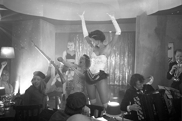 """Still do vídeo """"Deep Gold"""" (2013-14), de Julian Rosefeldt"""
