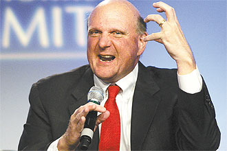 Steve Ballmer, executivo-chefe da Microsoft, participa de debate sobre tecnologia no encontro National Summit, em Detroit