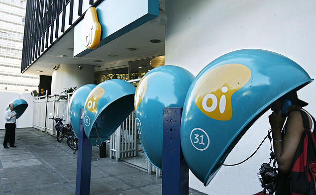 A group of twelve banks are set to buy around 15% of Oi telephone network