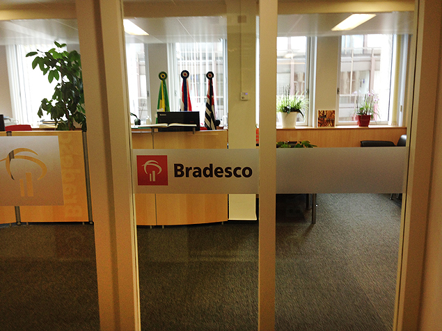 The Bradesco agency in Luxembourg operates from the fifth floor of a small commercial building in the city