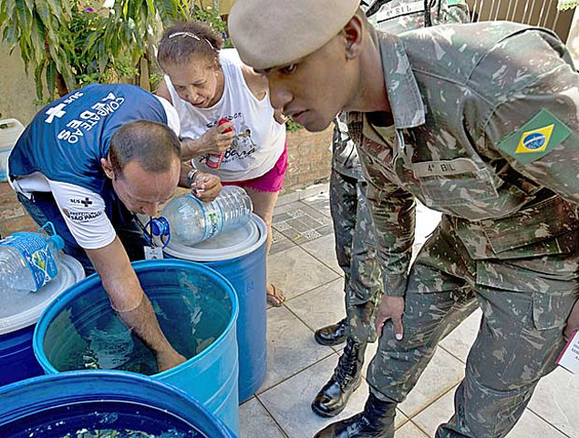 Soldiers and a Health Ministry agent look for larvae of Aedes aegypti mosquito, vector of the Zika, Dengue ans Chikungunya viruses, during an operation to fight them in Sao Paulo