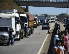 Price of Diesel Goes Up and Truck Drivers Go on Strike in 17 Brazilian States
