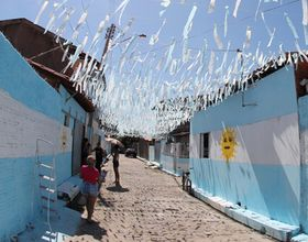 Skeptical Brazilian Soccer Fans Paint Street with Argentine Colors in Piauí