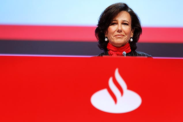 Banco Santander's new chairwoman Ana Patricia Botin attends the 2014 extraordinary general shareholders' meeting in the northern Spanish city of Santander on September 15, 2014. Ana Patricia Botin on September 10 was named the new chairman of Spanish bank Santander, replacing her father who died suddenly of a heart attack after nearly 30 years at its helm. Emilio Botin, a controversial figure who had steered the eurozone's biggest bank by capitalisation through Spain's financial crisis, died overnight aged 79, the bank said in a statement. AFP PHOTO / CESAR MANSO ORG XMIT: QL1845