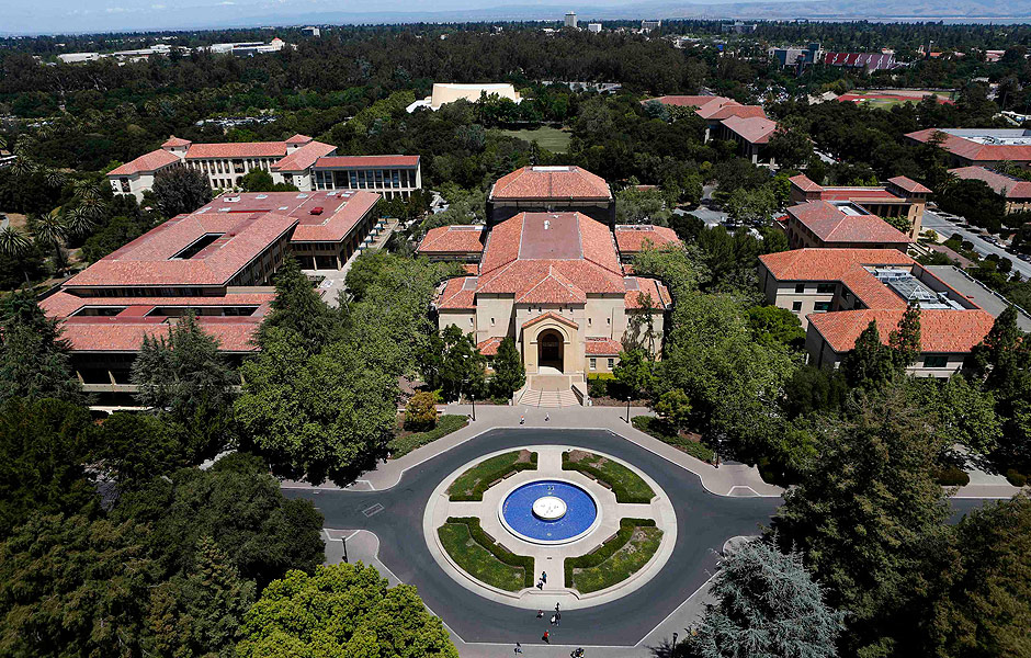 Campus da Stanford University visto do topo da Hoover Tower em Stanford, Califórnia, nos Estados Unidos