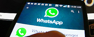 Smartphone exibe tela do WhatsApp – Allan White/ Fotos Públicas
