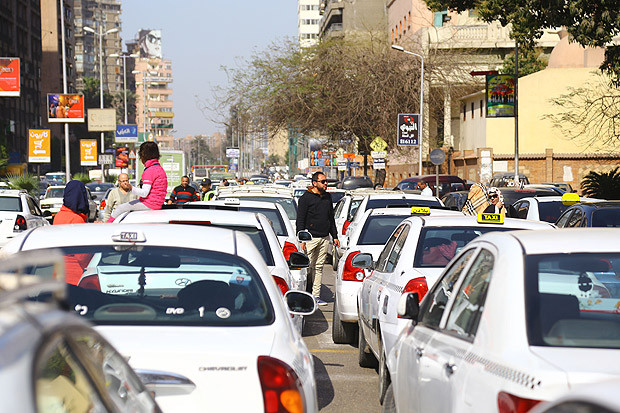 (160227) -- GIZA, Feb. 27, 2016(Xinhua) -- Egyptian taxi drivers protest in front of the Egyptian Council of State against popular taxi service operators Uber and Careem in Giza governorate, Egypt, Feb. 27, 2016. Taxi drivers called on authorities to shut down the operators that have badly damaged their business since they appeared in Egypt months ago. (Xinhua/Ahmad Gomaa)(azp)