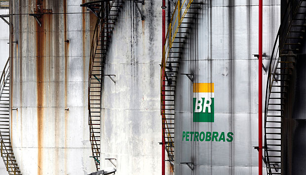The logo of Brazil's state-run Petrobras oil company is seen on a tank in Cubatao, Brazil, April12, 2016. REUTERS/Paulo Whitaker ORG XMIT: PW05