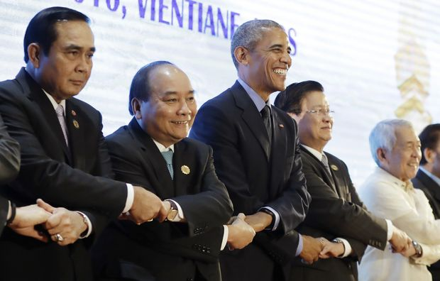 U.S. President Barack Obama, center, does the ASEAN style handshake before the start of the ASEAN-U.S. Summit Meeting at National Convention Center in Vientiane, Laos, Thursday, Sept. 8, 2016. From left: Thailand's Prime Minister Prayuth Chan-ocha, Vietnam's Prime Minister Nguyen Xuan Phuc, U.S. President Barack Obama, Laos' Prime Minister Thongloun Sisoulith, and Philippines Foreign Affairs Secretary Perfecto Yasay. (AP Photo/Carolyn Kaster) ORG XMIT: LAOK105