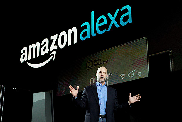 Mike George, VP da Amazon para Alexa, Echo e aplicativos, durante palestra na CES 2017