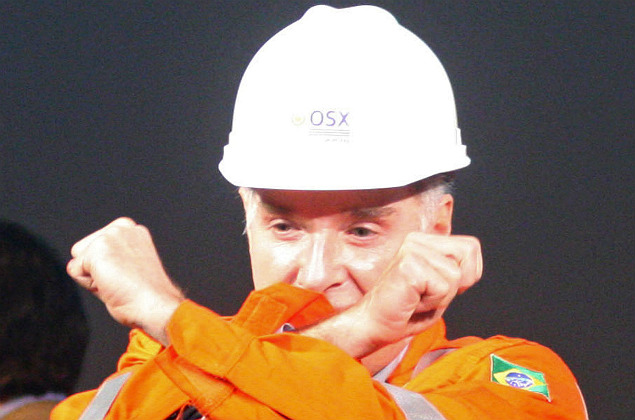 (FILES) This file photo taken on April 26, 2012 shows Brazilian magnate Eike Batista -- founder, chairman and CEO of EBX Group -- celebrating the first oil extraction by his oil explorer company OGX from an oil field in Porto Acu, 600 Km northeast of Rio de Janeiro, Brazil, by wearing a jacket marked with an oil handprint during a ceremony also attended by Brazilian President Dilma Rousseff. Brazilian authorities issued an arrest warrant for the country's former richest man Eike Batista on January 26, 2017 in a money-laundering probe, prosecutors said. The former oil and mining magnate, 60, is the latest high-profile suspect in investigations linked to a vast bribery scandal at state oil firm Petrobras. / AFP PHOTO / JORGE SILVA ORG XMIT: ASC053
