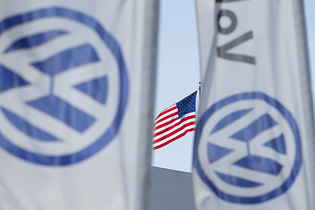 FILE PHOTO: An American flag flies next to a Volkswagen car dealership in San Diego, California September 23, 2015. REUTERS/Mike Blake/File Photo ORG XMIT: TOR241