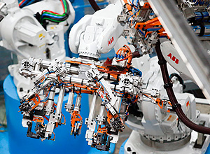 An articulated industrial robot arm pauses as it works at the Gestamp Automocion factory branch in Abrera, near Barcelona, on April 5, 2017. The component manufacturer Gestamp, which entered stock market on April 7, 2017, has managed to impose itself as a symbol of the car industry in Spain and the good health of the sector in twenty years. / AFP PHOTO / PAU BARRENA