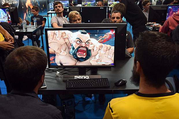 Video game players competes against each other, at the Palais des Congres in Bordeaux during the eSports World Convention (ESWC) Summer edition, on July 2, 2017. More than 200 professional video-game players from around the world gather during weekend of July 1 and July 2, 2017 to attend the ESWC show in Bordeaux and confirm the growing place of eSports in our leisure society. / AFP PHOTO / MEHDI FEDOUACH ORG XMIT: 5049