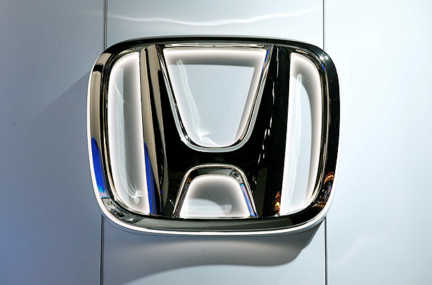 FILE PHOTO - The Honda logo is seen during the North American International Auto Show in Detroit, Michigan, U.S., January 10, 2017. REUTERS/Brendan McDermid/File Photo ORG XMIT: TOR160