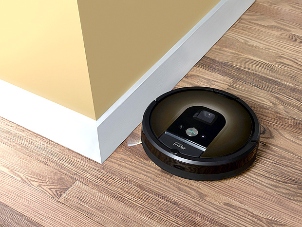 An iRobot Roomba 980 is seen in this undated handout photo. iRobot/Handout via REUTERS ATTENTION EDITORS - THIS IMAGE WAS PROVIDED BY A THIRD PARTY. NO RESALES. NO ARCHIVES ORG XMIT: TOR101