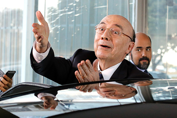 Brazil's Finance Minister Henrique Meirelles gestures to journalists while leaving the ministry, after announcing an increase in fuel taxes to keep the fiscal deficit target this year, in Brasilia, Brazil, on July 20, 2017. / AFP PHOTO / Sergio LIMA ORG XMIT: SLI