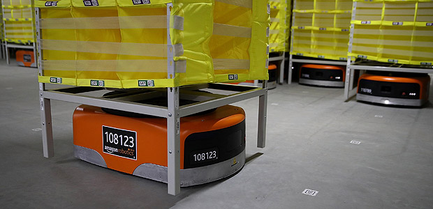 SACRAMENTO, CA - AUGUST 10: Robotic technology and vision systems are tested at a new Amazon fulfillment center on August 10, 2017 in Sacramento, California. Amazon is preparing to open a new 855,000-square-foot warehouse, the tenth in California, by early October and is expected to hire nearly 1,500 people. Justin Sullivan/Getty Images/AFP == FOR NEWSPAPERS, INTERNET, TELCOS & TELEVISION USE ONLY ==