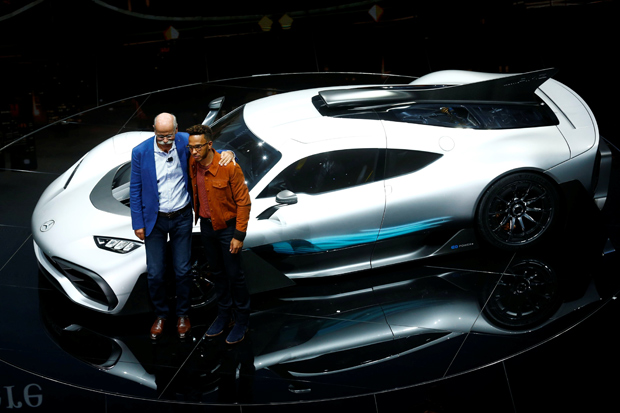 Mercedes CEO Dieter Zetsche and Formula One driver Lewis Hamilton pose during the opening of the Frankfurt Motor Show (IAA) in Frankfurt, Germany September 11, 2017. REUTERS/Ralph Orlowski TPX IMAGES OF THE DAY ORG XMIT: DOM489