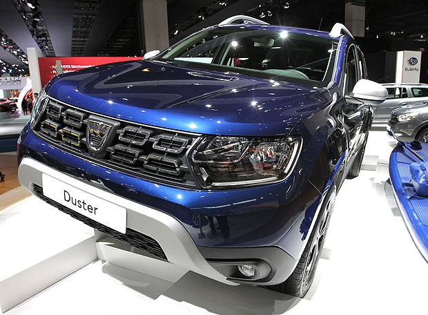 A Dacia Duster is presented at the Frankfurt Auto Show IAA in Frankfurt am Main, Germany, on September 13, 2017.According to organisers, around 1,000 exhibitors from 39 countries will showcase their products and services. This year's fair running from September 14 to 24, 2017 will focus on digitization, urban mobility and electric mobility. / AFP PHOTO / Daniel ROLAND